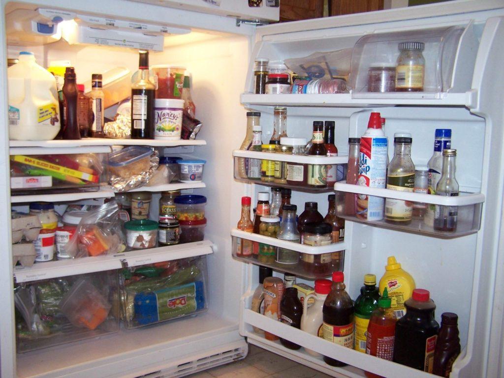 Не закрывается дверь холодильника
