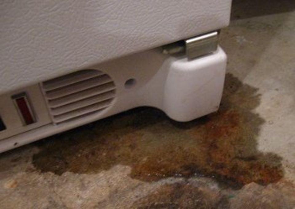 Течет холодильник самсунг ноу фрост снизу причина