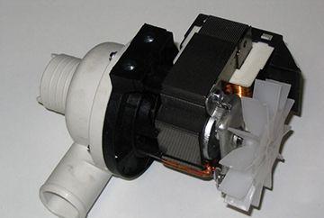 Замена помпы и водозаборного клапана в машине Аристон