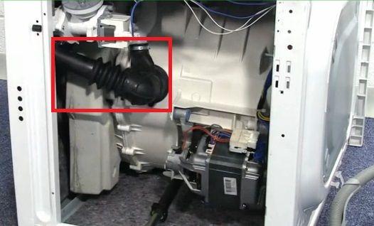 Протечка патрубка слива воды в машине Горенье