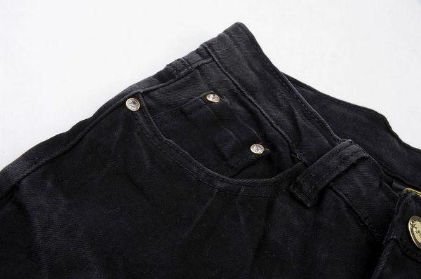 Как правильно стирать черные вещи, чтобы не линяли