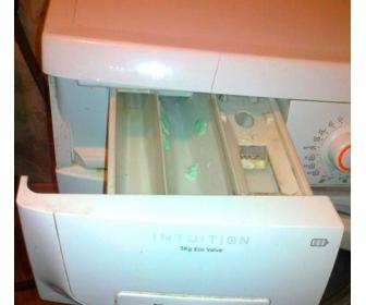 Что делать, если в стиральной машине остается порошок