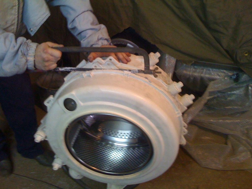 Как открыть барабан стиральной машинки