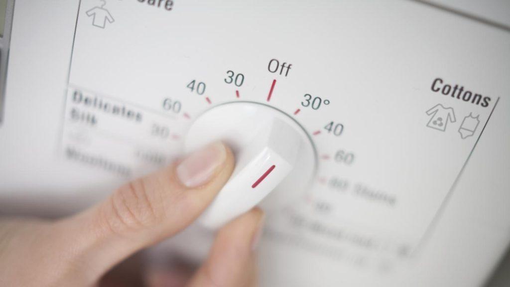 Выбирая, при какой температуре стирать мягкие игрушки, отдайте предпочтение режиму в 30 градусов