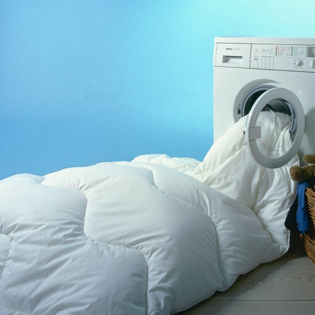 Стираем одеяло машинным способом