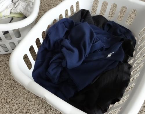 Можно ли стирать черные вещи с другой одеждой