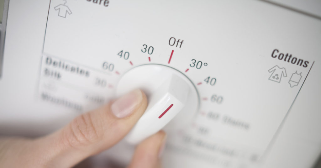 Не стирайте вещи при температуре выше 40 градусов