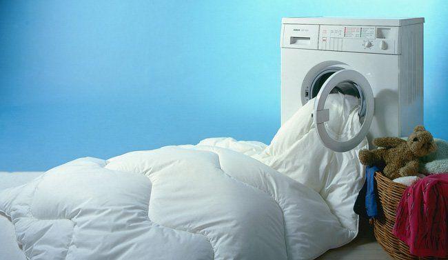 Как правильно стирать пуховое одеяло