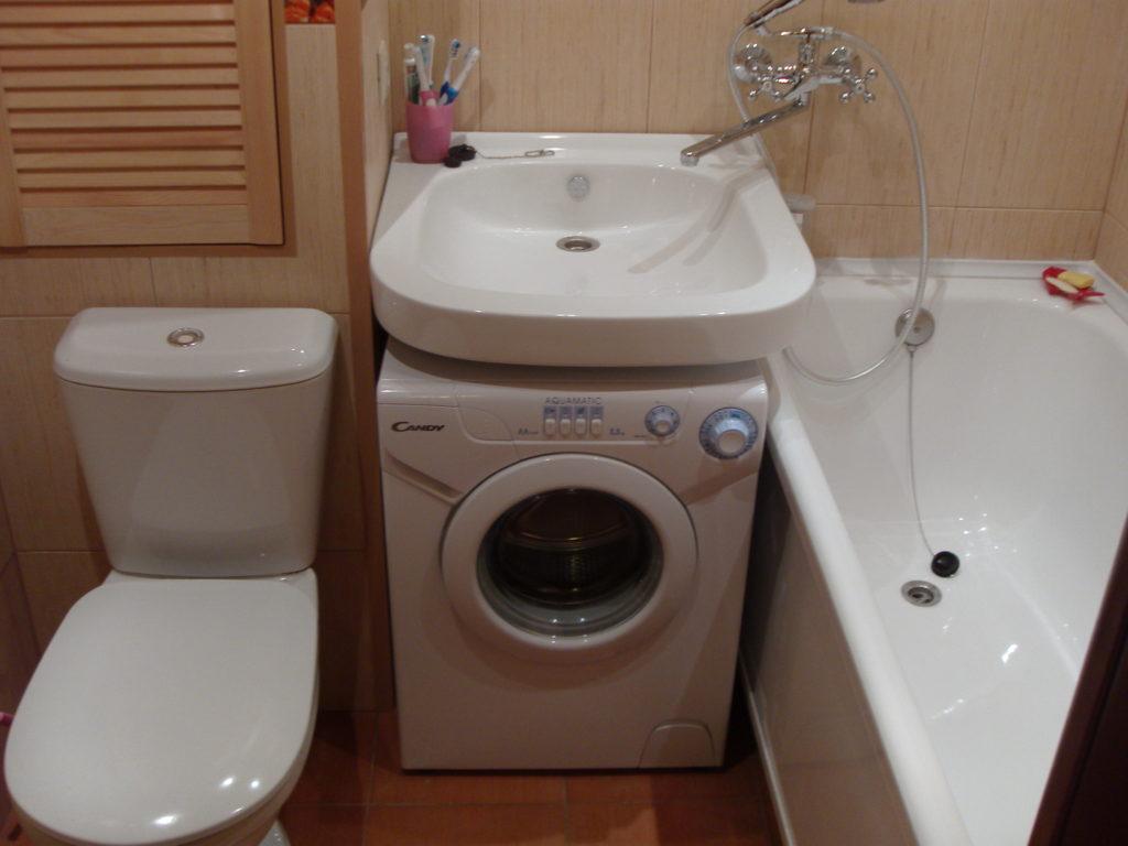 между ванной и сантехникой