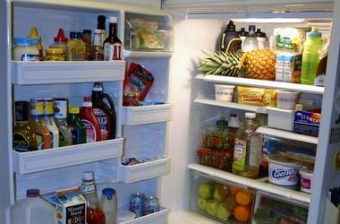 Почему перекосилась дверца холодильного оборудования