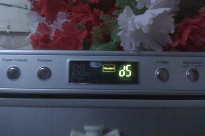 Холодильник громко щелкает