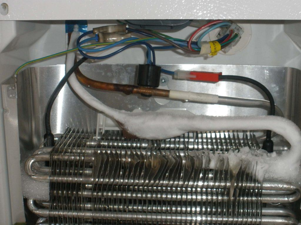 Холодильник не работает, но компрессор горячий
