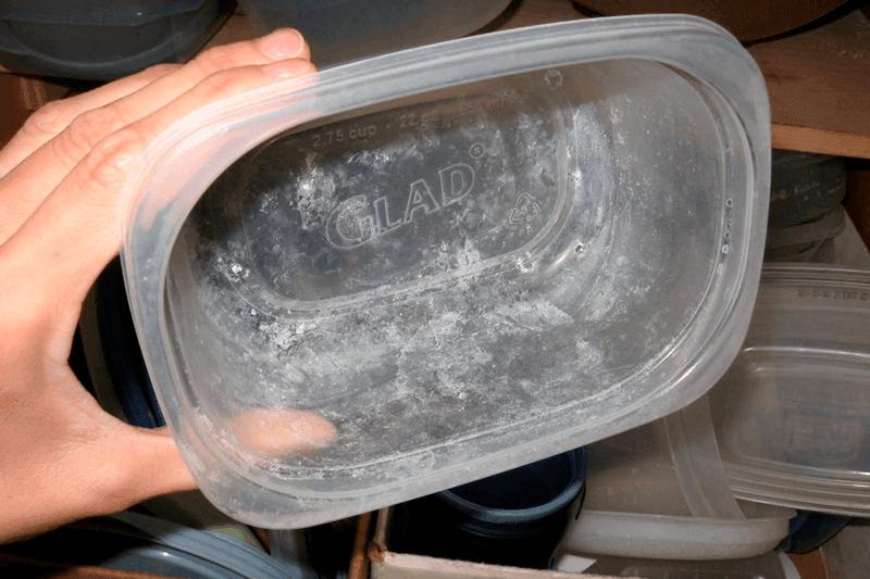 Что делать, если на пластиковой посуде остается налет после мытья в посудомоечной машине