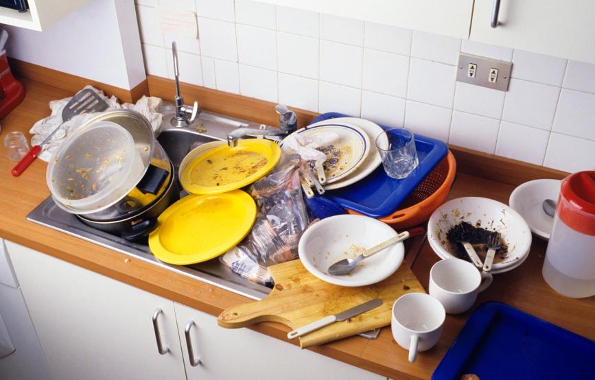 Когда на кухне постоянно горы грязной посуды незаменимой станет посудомоечная машина