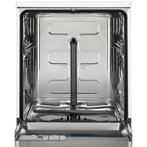 Бункер надежной посудомоечной машины промышленного типа без вставленных лотков для посуды