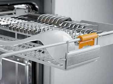 Лоток в посудомоечной машине предназначенный для мытья столовых приборов и мелкой посуды
