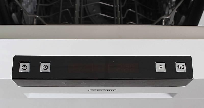 Узкая посудомоечная машина LERAN FDW 45-096 WHITE имеет функцию половинной загрузки