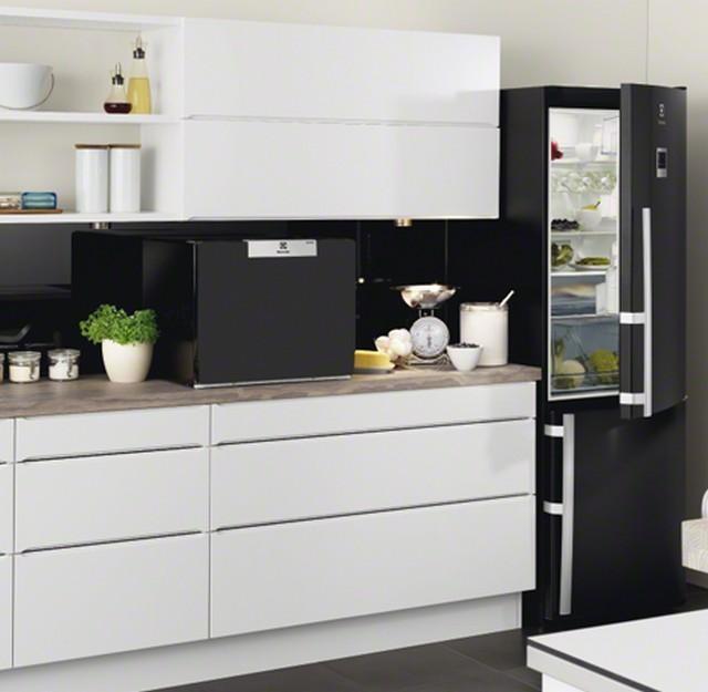 Вариант размещения стильной посудомоечной машины Electrolux ESF 2300 OK в классическом интерьере