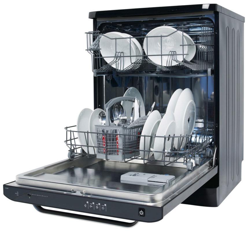 Пример правильной загрузки посуды в бункер посудомоечной машины стандартного размера