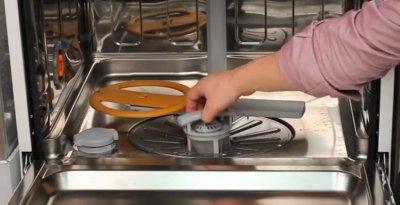 Извлечение разбрызгивателя и дренажного фильтра из посудомоечной машины Бош при ошибке
