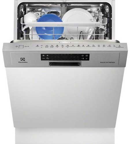 Посудомоечная машина марки Электролюкс с электронным дисплеем на фронтально стороне
