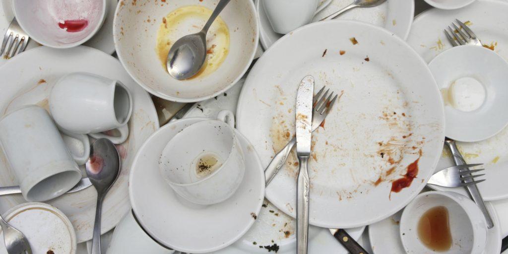 Загрязнение посуды в большом количестве всеми членами семьи побудит к покупке посудомойки