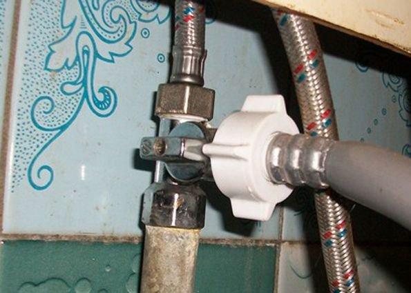 Если посудомоечная машине не набирает воду, проверьте вентель на водопроводной трубе