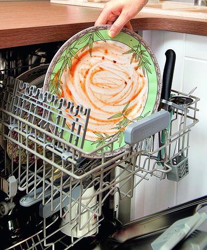 Посудомоечная машина неисправна, если оставляет на посуде грязь после окончания мытья