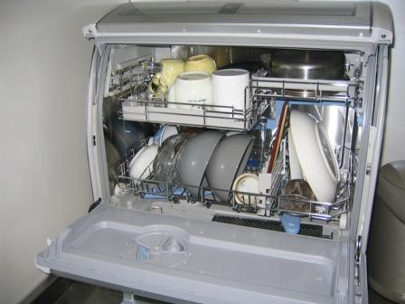 Компактная посудомоечная машина Канди с полной загрузкой для маленькой кухни