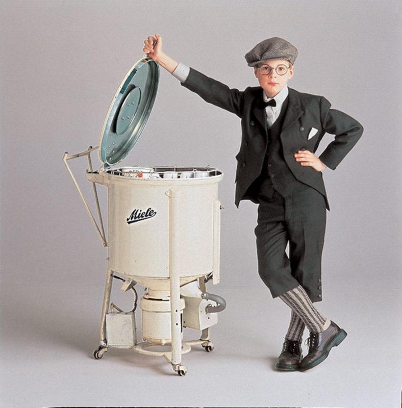 Старинная посудомоечная машина небольших размеров, прототип современных посудомоек