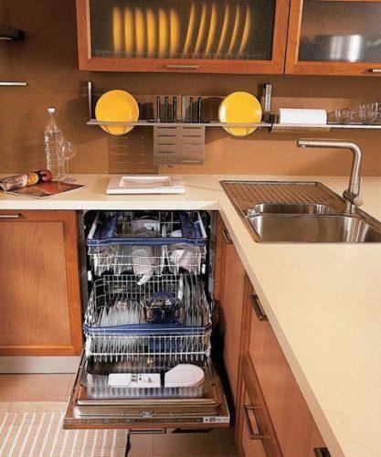 Пример встраивания посудомоечной машины под варочную панель электрической или индукционной плиты