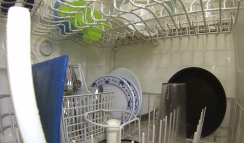 Если при работе посудомоечной машины вы заметили неустойчивое положение посуды, ее можно поставить на паузу