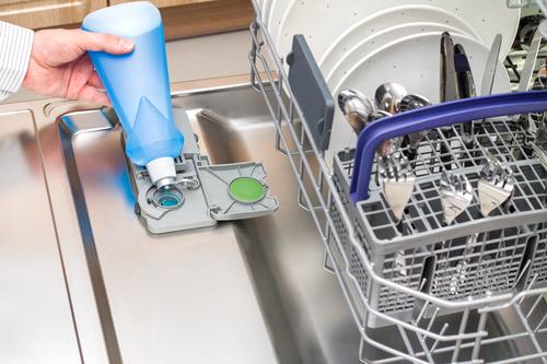 Специальный отсек для посудомоечной машины для добавления ополаскивателя в режиме мойки
