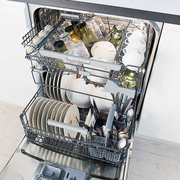 Вместительная посудомоечная машина с вариантом полной загрузки посудой