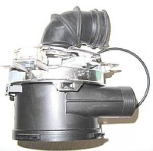 Отсоединение патрубков от водонагревательного элемента в посудомоечной машине Бош