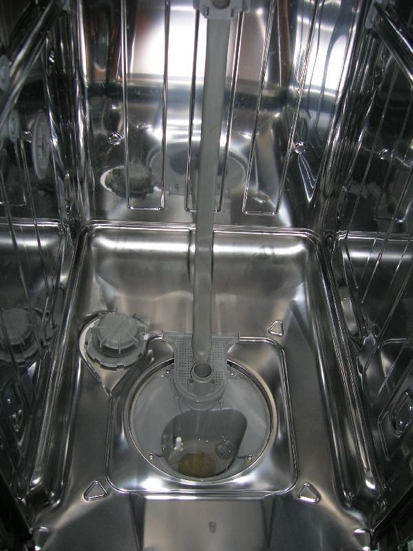 Застой воды в сливной помпе посудомоечной машины Бош может быть причиной поломки