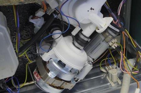 Последовательность извлечения прессостата из посудомоечной машины для ремонта