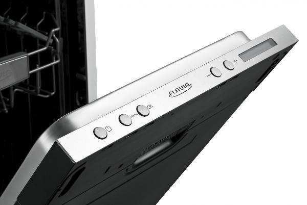 Панель задач на торце фасадной двери у встраиваемой посудомоечной машинки Флавия
