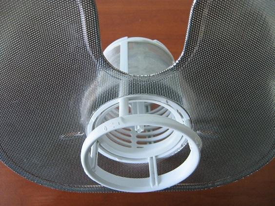 Вариант широкой сетки с мелкими ячейками у сливного фильтра посудомоечной машины
