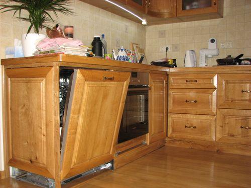 Пример монтажа полновстраиваемой посудомоечной машины на кухню с креплением декоративного фасада