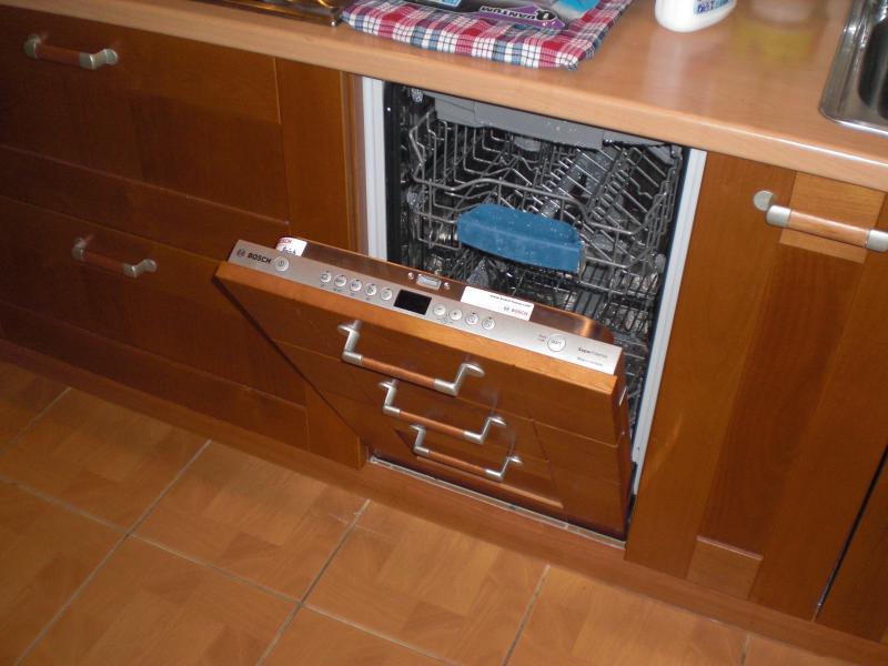 Вариант полновтраиваемой посудомоечной машины под дизайн кухонного гарнитура