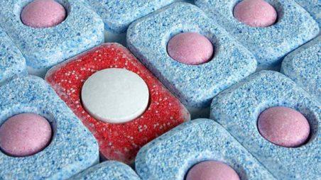 Таблетированный вариант соли для смягчения воды в посудомоечных машинах