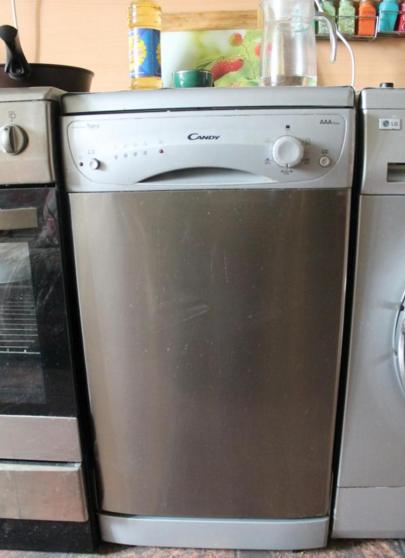 Отдельностоящая посудомоечная машина Канди с фасадом цвета темного серебра