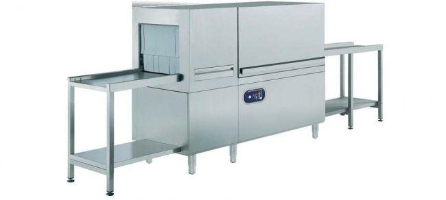 Большая промышленная посудомоечная машина с возможностью обработки большого количества посуды