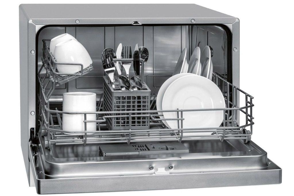 Стандартная компактная посудомоечная машина с вариантом расположения комплектов посуды