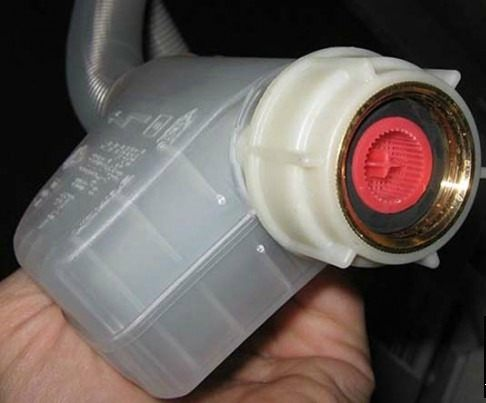 При несвоевременной чистке сливного фильтра элементы могут повредится и потребуется их замена