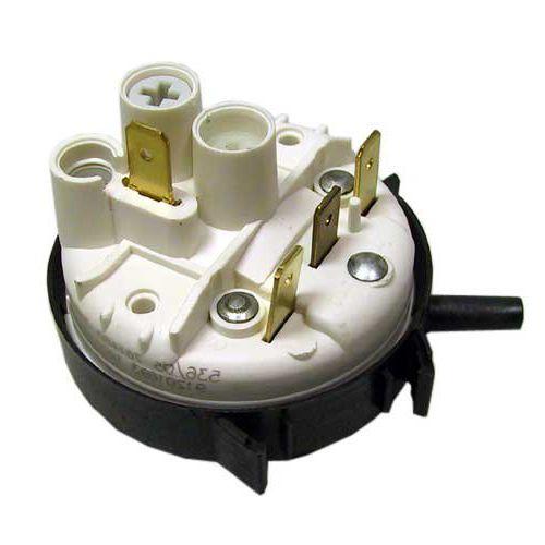 Для диагностирования поломки посудомоечной машины проверьте работоспособность датчика уровня воды