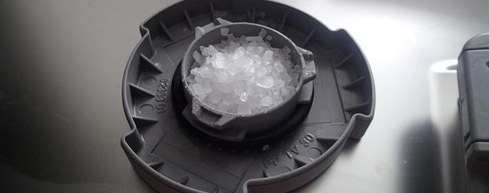 Контейнер для добавления соли Финиш в посудомоечную машину при мытье посуды