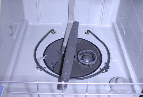 Ошибка Е22 посудомоечной машины Бош моет возникнуть из-за засора разбрызгивателя