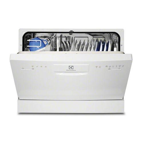 Отдельностоящаая компактная посудомоечная машина Электролюкс для небольшой кухни